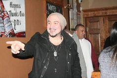 Alan posed for dozens of fan photos and signed autographs for more than two hours  at his meet-and-greet on Friday at Hopper's in Waynesville before performing in Rolla on Saturday.  MANDY MATNEY