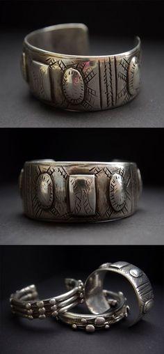 Egypt | Bracelet worn by the Bedouin women, from the Al-Fayum Oasis region.  Silver (800). ca. 1950s.  Weight;  80 grms | 186€