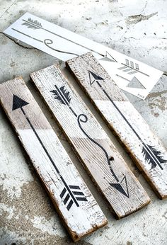 Create arrow signs to hang mugs or as art using an Arrow Kit stencil from Funky . - Create arrow signs to hang mugs or as art using an Arrow Kit stencil from Funky . Wood Arrow, Arrow Art, Funky Junk Interiors, Diy Wood Projects, Wood Crafts, Barn Board Projects, Arrow Crafts, Pallette, Woodworking Magazine