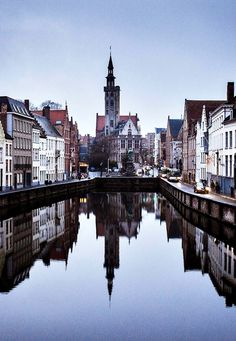 Reflections in Bruges | Belgium (by Ilia Kotchenkov)