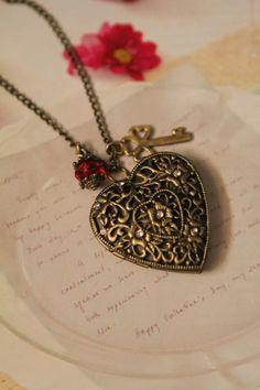 Pretty heart & key locket. Vintage