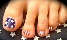 Fourth of July Pedicure. How cute! #nails #independenceday #barberfoods