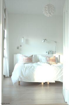 lamput/ Valkoinen Harmaja Home Bedroom, Bedrooms, Bedroom Ideas, Sweet Home, Interior Design Inspiration, Interior Ideas, My Home Design, Grey Room, White Bedding