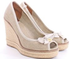 TORY BURCH WOVEN GOLD FLECKED CANVAS WEDGES SIZE 9