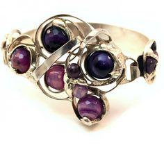 Grand Marché - marché des artisans ARRAROA - Tout simplement superbe cette boutique!! Amethyst Bracelet, Heart Ring, Sapphire, Stud Earrings, Bracelets, Boutique, Jewelry, Walking, Switzerland