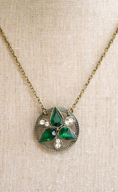 Emarald green beauty vintage rhinestone necklace by tiedupmemories