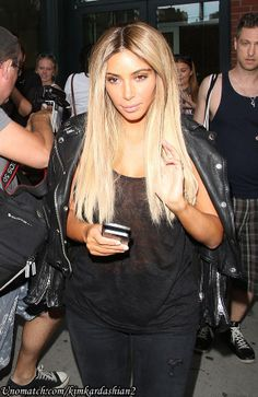 Selfie-assured Kim Kardashian fearlessly flaunts her new blonde wig as she poses for pictures with her fans in New York Read More.. www.unomatch.com/kimkardashian2  #kimkardashian #hollywood #celebrity #gossip #unomatch
