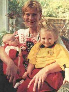 Sean Bean and his daughters.