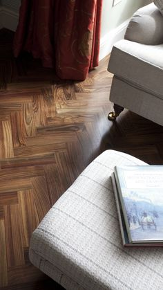 Indian Rosewood Herringbone 🌳 Location: Dundrum, Dublin 14 / Finish: Lacquered - finished on-site / Dimensions: 15 x 75 x 300mm / This exotic Indian Rosewood herringbone is full of vibrancy and beautiful fluctuations of colour. It really is the pinnacle of wood flooring - simply stunning!