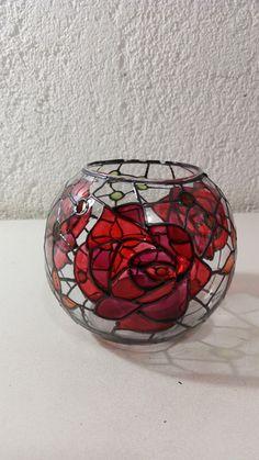 Luminária´para vela feita em pote de vidro co 10cm de diâmetro e 10 cm de altura. Pintura vitral feita à mão. Acompanha mini vela - AEE814