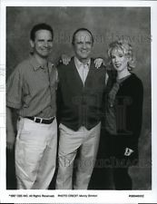 1997 Press Photo Peter Scolari, Bob Newhart & Julia Duffy on George & Leo