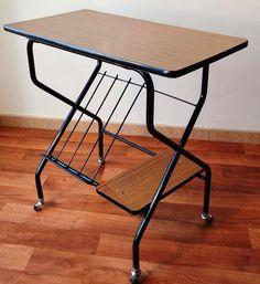 Yo fuí a EGB.Recuerdos de los años 60 y 70.Los hogares en los años 60 y 70,muebles y decoración. Retro Furniture, Drafting Desk, Nostalgia, Table, Home Decor, Memories, Furniture Ideas, Ideas, Lisbon