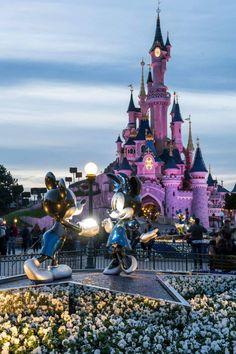 photo disneyland paris noel disney castle chateau belle bois dormant decembre 2017 by modaliza photographe Disneyland World, Disneyland Castle, Disneyland California, Disneyland Orlando, Disney World Fotos, Disney World Pictures, Disney Magic, Disney Art, Chateau Disney