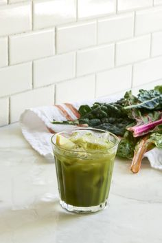 Greener Cleaner Detox Juice - Looking for delicious juice cleanse and juice cleansing recipes? This kale, chard, and apple juice  is cleansing and delicious! A great Summer Detox!