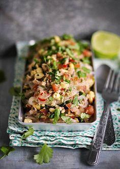 Koh Samuin salaatin makukuoro laulaa sulosointuja. Thairesepti sisältää chilin potkun, limetin kirpeyden, rapujen makeuden, kalakastikkeen suolaisuuden sekä possun ja pähkinöiden täyteläisen umamin.