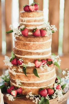 24 Rustic Wedding Cakes With Floral & Berry Decorations ❤ See more: http://www.weddingforward.com/rustic-wedding-cakes-photos/ #wedding #bride