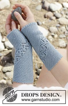 Saskia - Knitted wrist warmers with garter stitch and lace pattern, worked diagonally. The piece is worked in DROPS BabyMerino. Free knitted pattern DROPS 190-34