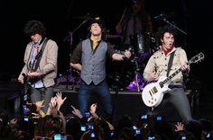 Jonas Brothers Perform CBS News Early Show