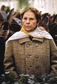 "Dame Marjorie ""Maude"" Chardin - ""Everyone has the right to make an ass out of themselves."" - from the movie Harold and Maude Harold Et Maude, Hairdresser On Fire, Divas, Ruth Gordon, Thing 1, Clint Eastwood, Vintage Hollywood, Classic Movies, Famous Faces"