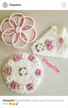 This Pin was discovered by Huz Crochet Dollies, Crochet Potholders, Cute Crochet, Crochet Motif, Crochet Designs, Crochet Flowers, Crochet Lace, Crochet Stitches, Crochet Patterns