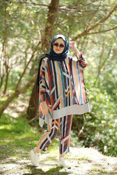 Muslimah Fashion Tips .Muslimah Fashion Tips Hijab Fashion Summer, Pakistani Fashion Party Wear, Modern Hijab Fashion, Street Hijab Fashion, Hijab Fashion Inspiration, Muslim Fashion, Fashion Tips, Stylish Dresses For Girls, Stylish Dress Designs