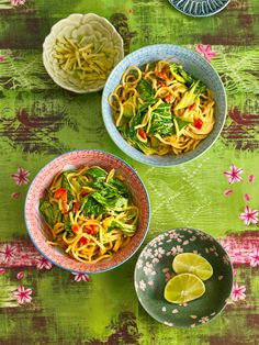 Würziger Pak Choi mit Paprika und Mie-Nudeln Spicy pak choi with peppers and mie noodles Meal Prep Bowls, Easy Meal Prep, Easy Meals, Pak Choï, Beef Recipes, Healthy Recipes, Easy Chinese Recipes, Food L, Best Food Ever