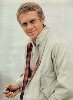 Steve McQueen – the Harrington jacket Steeve Mcqueen, Steve Mcqueen Style, Old Movie Stars, Harrington Jacket, Old Hollywood Stars, Joy Of Life, Tough Guy, Well Dressed Men, Style Icons