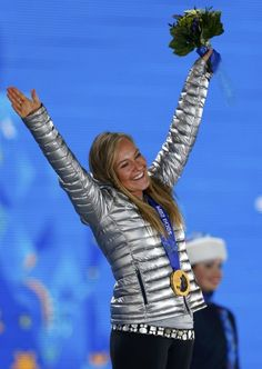 Gold medalist Jamie Anderson of the U. poses on the podium at the medal ceremony after the women's snowboard slopestyle event at the 2014 . Winter Olympics 2014, Winter Olympic Games, Winter Games, Jamie Anderson, Go Usa, Snowboarding Women, Olympic Team, Summer Games