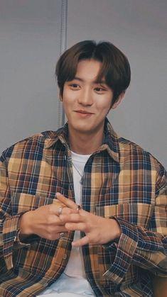 Chanyeol live lockscreen ㅡ 200325 Park Chanyeol Exo, Exo Chanyeol, Fanfic Exo, Exo Lockscreen, Wallpaper Lockscreen, Wallpapers, Exo Chanbaek, Chansoo, Nct