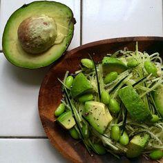 Raw zucchini  noodle salad with avocado and edamame/アボカドと枝豆入り、ズッキーニ麺のサラダ
