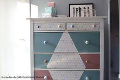 Papel pintado geométrico para decorar una cómoda