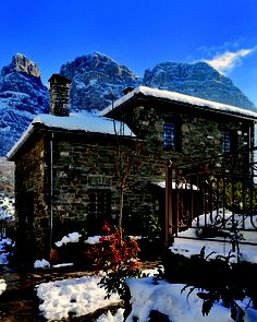Avragonio Jet Set, The Good Place, Cabin, Explore, Adventure, House Styles, Places, Home Decor, Decoration Home