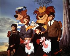 Angela Lansbury, Cindy O'Callaghan, Roy Snart, and Ian Weighill in Bedknobs and Broomsticks Best Disney Movies, Pixar Movies, Kid Movies, Family Movies, Disney Films, Movies To Watch, Children Movies, Disney Pixar, Walt Disney