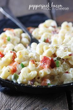 Pepperjack Bacon Mac n' Cheese | Creme de la Crumb http://lecremedelacrumb.com/2014/02/pepperjack-bacon-mac-n-cheese.html