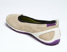 My suggestions for super comfortable, lightweight travel shoes for walking around Europe on vacation! Comfy Shoes, Cute Shoes, Comfortable Shoes, Women's Shoes, Equestrian Boots, Western Boots, Travel Shoes Women, Knee Boots, Bootie Boots