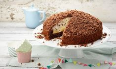 Maulwurfkuchen Rezept: Eine sahniger Kuchen mit Bananen und einer Streuselhaube - Eins von 7.000 leckeren, gelingsicheren Rezepten von Dr. Oetker!