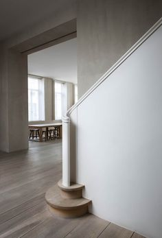 Love the stark concrete walls against the gracious curves of this staircase. And Raw, unadorned wooden stairs. Antwerp home of Belgian architect Vincent Van Duysen renovated staircase. Wood Staircase, Staircase Design, White Staircase, Interior Stairs, Interior And Exterior, Architecture Details, Interior Architecture, Style Deco, Deco Design