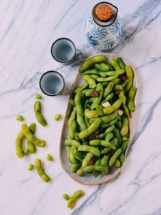 Edamame beans are one of our favorite healthy snacks. While they're known to be served in Japanese restaurants, check out our quick, easy Chinese edamame recipe. Hot Pot, Tofu, Pan Fried Noodles, Fried Rice, Wok Of Life, Edamame Beans, Chili Sauce, Asian Recipes, Asian Foods