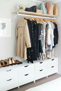 Small bedroom Closet - 10 Astute Storage Tips for Bedroom Sets With No Closets Bedroom Sets, Home Bedroom, Guest Bedrooms, No Closet Bedroom, Closet Wall, Closet Racks, Closet Drawers, Modern Bedroom, Wardrobe Small Bedroom