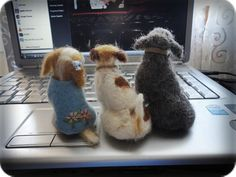 """My felted dogs. To put in my store """"Feltro em Casa""""."""