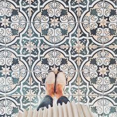 Ideas Kitchen Tile Backsplash Moroccan Bath For 2019 Floor Patterns, Tile Patterns, Floor Design, Tile Design, Pattern Design, Encaustic Tile, House Tiles, Jolie Photo, Tile Floor