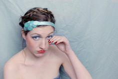 satin duchesse bleu turquoise écailles teintes à la main élastique noir taille 54/ 58