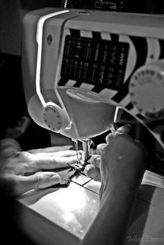 La aguja- sewing machine