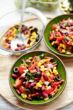 Werp een frisse blik op deze heerlijke salade! Deze kidneybonen salade is een eenvoudig, smaakvolle mediterraanse salade en rijk aan eiwitten, ijzer, vezels en vitamines. Het is het perfecte recept…