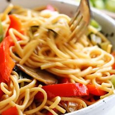 made with just soy sauce, sesame oil, a pinch of sugar, ramen noodles or spaghetti noodles, and any veggies or protein you like. SO YUMMY! Asian Recipes, Healthy Recipes, Easy Recipes, Vegetarian Recipes Videos, Recipes Dinner, Clean Eating, Healthy Eating, Dinner Healthy, Healthy Fats
