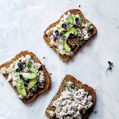 F&W's Justin Chapple makes his healthy vegetarian sandwiches with plenty of chickpeas, onion, lemon juice and dill.Slideshow: More Chickpea Recipes Sandwich Recipes, Lunch Recipes, Summer Recipes, Wine Recipes, Cooking Recipes, Cooking Food, Vegetarian Lunch, Vegetarian Recipes, Vegetarian Sandwiches