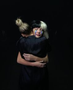Sia decided to wear her wig/ hide her face in general because she believed that the music industry doesn't have enough mystery. This is another reason why she hides behind Maddie Ziegler to portray her in her music videos or album artwork Maddie Ziegler Sia, Sia And Maddie, Maddie And Mackenzie, Maddie Zeigler, Elastic Heart, Sia The Greatest, Cool Pictures, Cool Photos, She Song