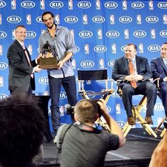 Joakim Noah accepting his award. He dedicated his award to the late Mr Green, his mentor who passed away last week. Chicago Bulls Tattoo, Chicago Bulls Cake, Chicago Basketball, Joakim Noah, Sacramento Kings, Utah Jazz, Team Player, Passed Away, Instagram Posts