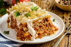 Traditional bolognese lasagna with ground meat Cheese Lasagna, Yummy Food, Tasty, Ground Meat, Bolognese, Recipe Of The Day, Macaroni And Cheese, Easy Meals, Food Porn