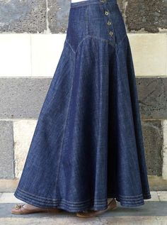 Most ways to put on a denim dress will be determined by your unique design, however this simple posh outfit. Modest Outfits, Hippie Outfits, Modest Fashion, Fashion Dresses, Modest Clothing, Ladies Maxi Dresses, Hijab Fashion, Long Denim Skirt Outfit, Winter Skirt Outfit